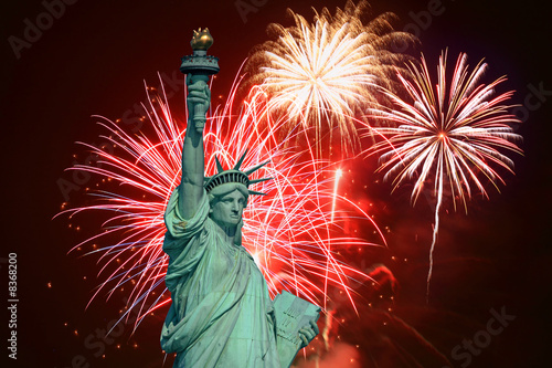 Fotobehang Standbeeld The statue of Liberty and July 4th fireworks illustration