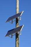 panneaux solaires installés sur un poteau poster