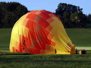 Heissluftballon bei der Landung