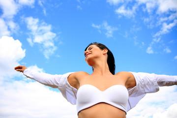 blauer Himmel Wolken Wäsche Frau sexy