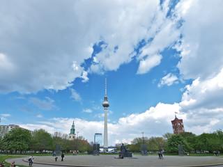 berlin skyline, blauen himmel,fernsehturm, rotes rathaus