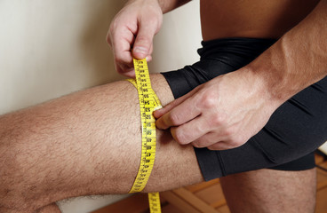 Man measuring his thigh