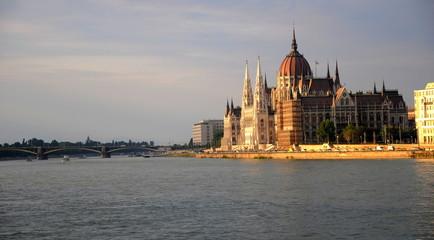 Budapest Parlament am Donau unad Margita Brücke