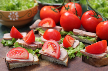 Sandwiches with lettuce and tomato