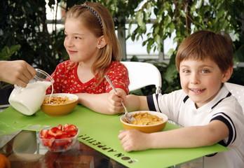 Children eating breakfast