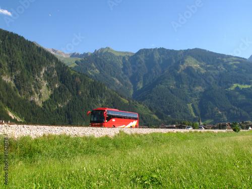 Leinwanddruck Bild Busreise in die Berge