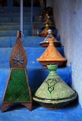 Tangines and lamps displayed on steps