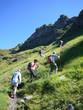 Wanderer steil bergauf