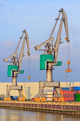 High dynamic range impression of quay cranes and containers