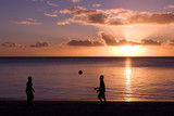 loisir sport plage amuser ballon foot copain vacances détente je poster