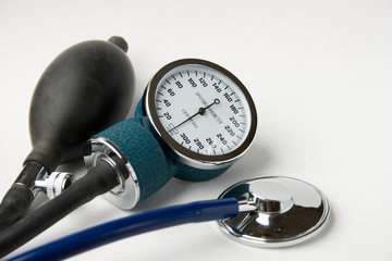 Blood pressure gauge with bulb and stethoscope