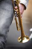 trompette musicien concert jazz piston cuivre vent main poster