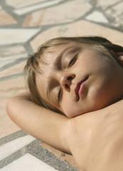 endormie au soleil