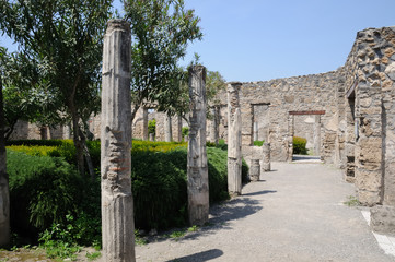 house with columns in pompeii