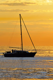 Barca a vela naviga al tramonto poster