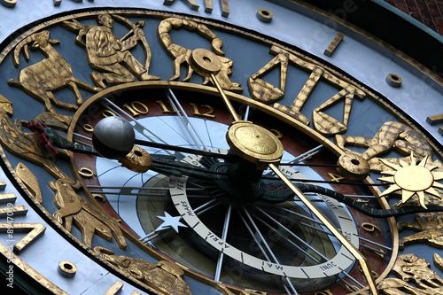 zodiac clock - 8947049