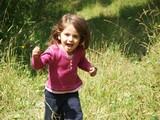 petite fille qui soudu