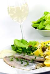 matjes filet - hering -mit kartoffeln,salat,wein