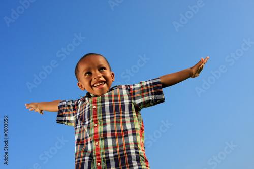 Leinwanddruck Bild Boy pretending to fly
