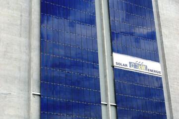 Panneaux solaires en façade