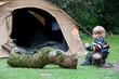 Enfant en camping.
