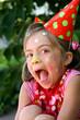 petit clown criant de joie