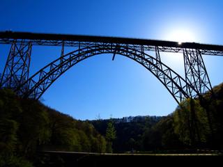 Müngstener Brücke bei Gegenlicht