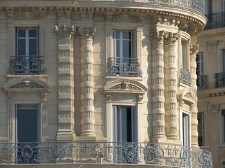 balcons et fenêtres classiques