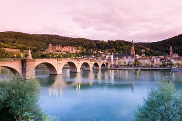 Deutschland, Heidelberg, Blick auf die Stadt mit alten Brücke und Schloss