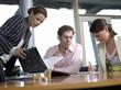 Geschäftsleute, die Diskussion im Büro