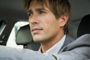 Geschäftsmann sitzen im Auto, close-up