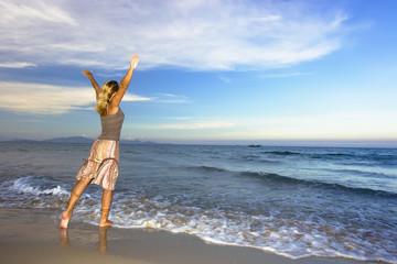 Young woman enjoy the ocean.