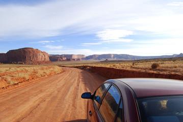 Strada nella Monument Valley