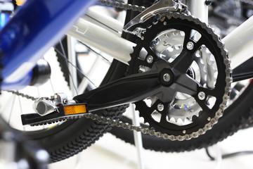 Modern bicycle's mechanism. Low DOF