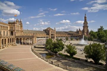 Plaza de Espana in Sevilla mit Springbrunnen