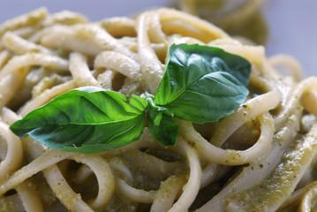 Linguine alla salsa di noci e basilico - Primi Toscana