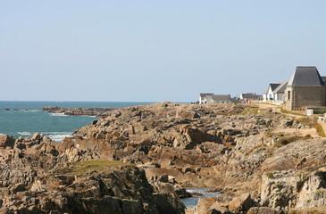 maisons bretonnes près de l'océan
