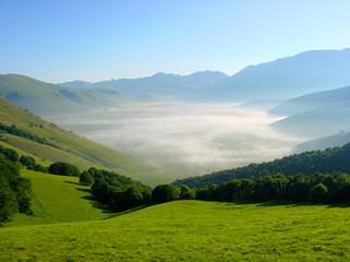 Tal im Nebel,Parco nationale d Monti Sibillini,Abruzzen,Italien