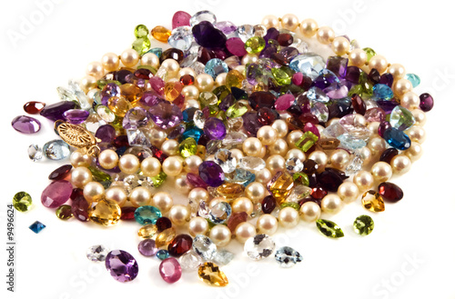 A large group of mixed faceted gemstones with pearls. - 9496624