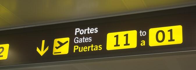 indicador de puerta de embarque en un aeropuerto