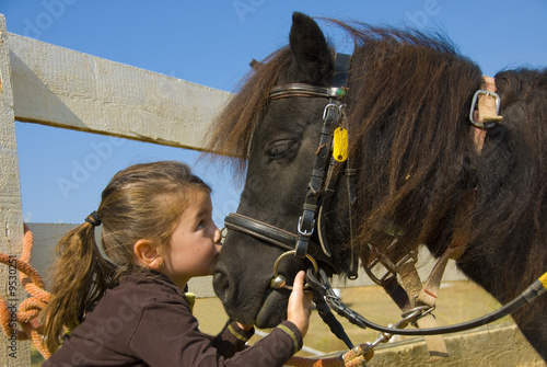 fillette et son poney