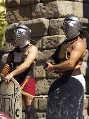 Espera de gladiadores junto al acueducto de Segovia