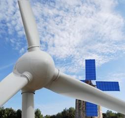 Moulin,panneaux solaire et éolienne
