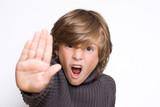 stop arrêt arrêter main stopper non peur refus refuser enfant ga poster