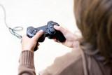 jeu vidéo manette addiction dépendance écran console joystick en poster
