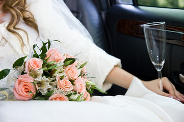 hands and flowers of the bride