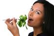 Teenager mit Salat als gesunde Ernährung