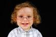 Bébé qui porte des lunettes de vue
