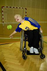 Behindertensport im Rollstuhl, Handball, Therapie beim Sport