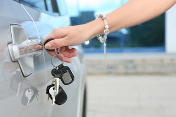 Unlocking/locking modern car.